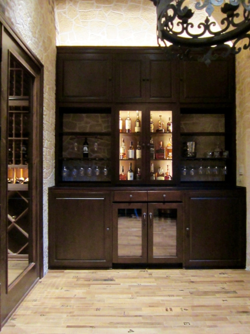 Los Angeles Builders Completed this lovely home bar in wine tasting room.jpg